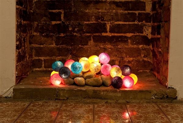oświetlenie kominka dekoracja kominka girlanda świetlna