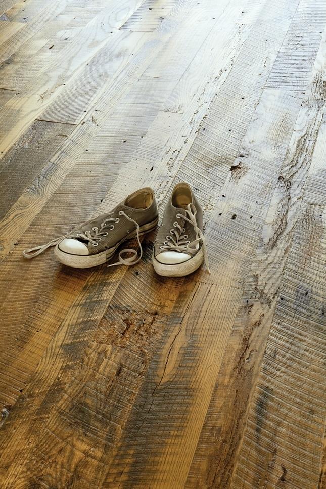 Piłowana podłoga drewniana