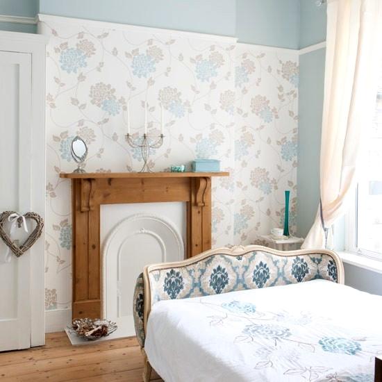 sypialnia z portalem kominkowym