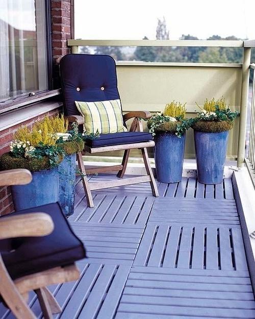 drewniana podłoga na balkonie