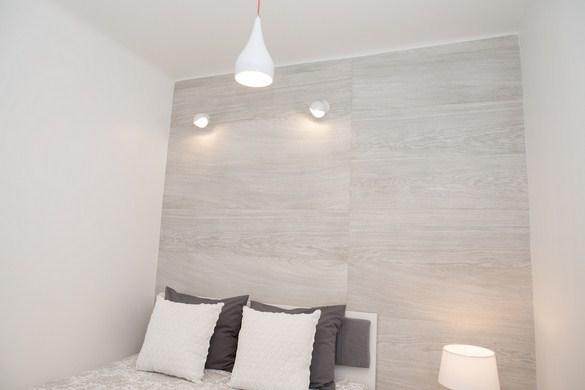 mala sypialnia oswietlenie