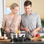 para przy wspólnym gotowaniu